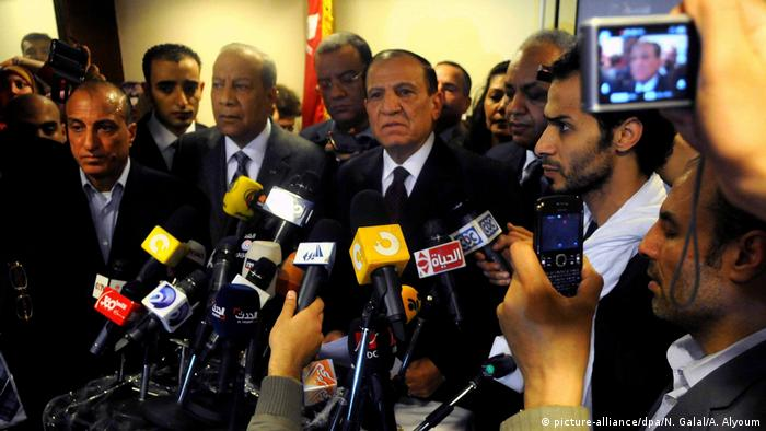 Ägypten PK General Sami Anan (picture-alliance/dpa/N. Galal/A. Alyoum)
