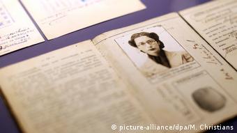 Ein alter Pass der Jüdin Dora Schindel