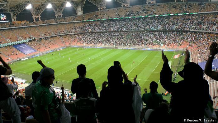 Saudi Arabien Erstmals Frauen bei Fußballspiel im Stadion (Reuters/R. Baeshen)
