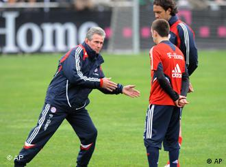 Heynckes speaking with Ribery and Toni