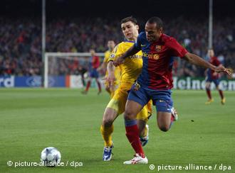 Branislav Ivanovic, left, of Chelsea fights for the ball with Barcelona's Thierry Henry