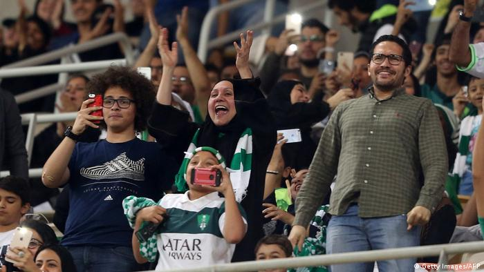 Frauen Stadion Saudi Arabien (Getty Images/AFP)