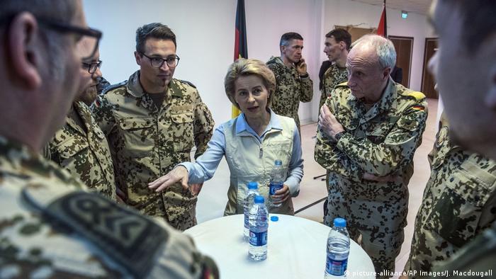 Ursula von der Leyen (picture-alliance/AP Images/J. Macdougall)