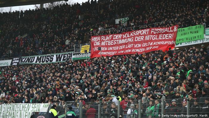 Fußball Bundesliga Hannover 96 - Mainz 05 Proteste gegen Martin Kind
