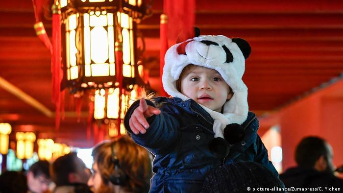 Frankreich Babypanda im Zoo von Saint-Aignan (picture-alliance/Zumapress/C. Yichen)