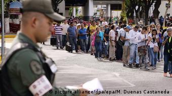 Thousands of Venezuelans wait to cross the border Simón Bolívar bridge between Colombia and Venezuela EPA/MAURICIO DUENAS CASTANEDA