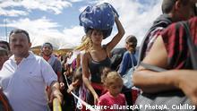Venezuela | Wartende Venezulaner an der Grenze zu Kolumbien
