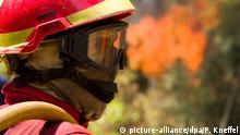 Portuguese firefighter (picture-alliance/dpa/P. Kneffel)