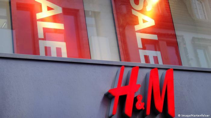 Kassel Symbolbild Logo H&M schwedisches Textilhandelsunternehmen *** 09 01 2018