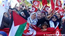 14.01.2018 *** People wave national flags during demonstrations on the seventh anniversary of the toppling of president Zine El-Abidine Ben Ali, in Tunis, Tunisia January 14, 2018. REUTERS/Zoubeir Souissi