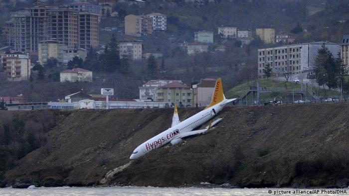 Turkey plane dangling off cliff in Trabzon