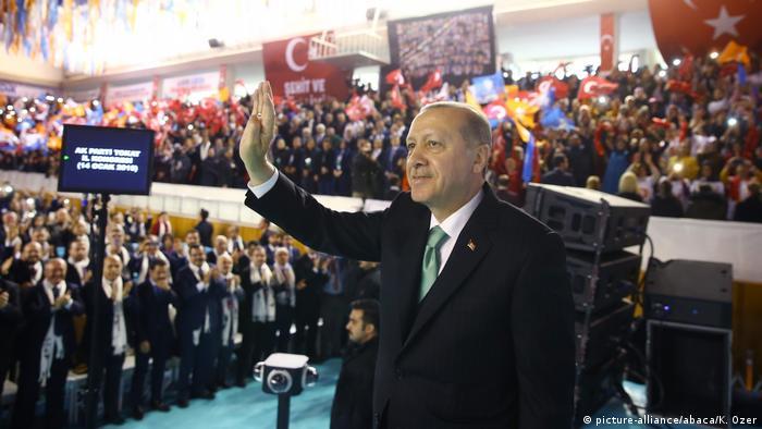 Der türkische Präsident Recep Tayyip Erdogan bei dem AKP-Parteikongress in der Stadt Tokat(Foto: picture-alliance/abaca/K. Ozer)
