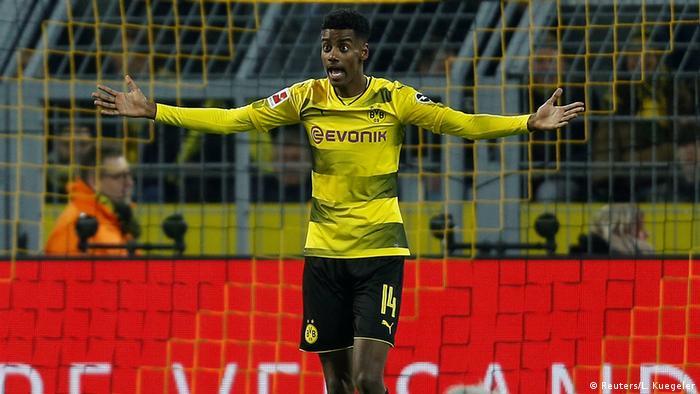 Bundesliga - Borussia Dortmund vs VfL Wolfsburg (Reuters/L. Kuegeler)