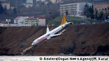 Türkei Flugzeug bei Landung fast ins Meer gestürzt