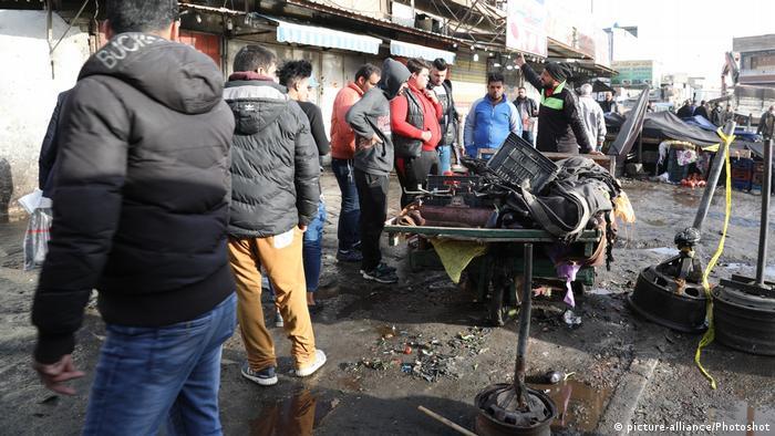 Al menos 27 personas murieron y 80 resultaron heridas hoy en dos atentados suicidas simultáneos en el centro de Bagdad esta mañana, informó el Ministerio de Salud de Irak. Las bombas detonaron en la Plaza de la Aviación (Sahet al Tayaran) en el centro de la capital iraquí. Como muchos de los heridos se encuentran en estado grave, la cifra de víctimas mortales podría aumentar. (15.01.2018).