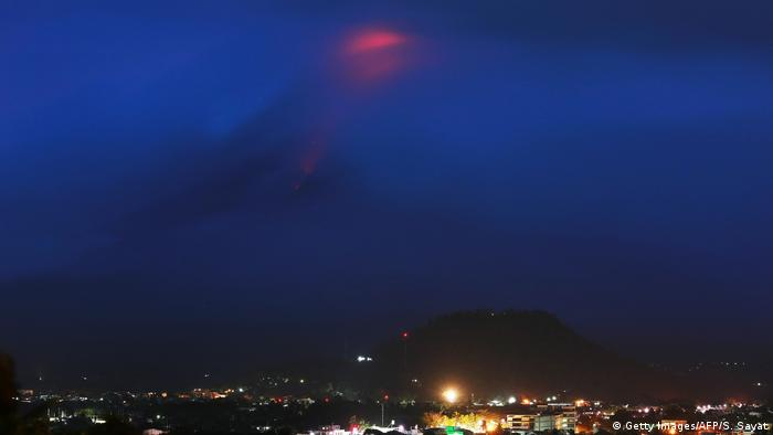 Philippinen Eruption Vulkan Mayon (Getty Images/AFP/S. Sayat)