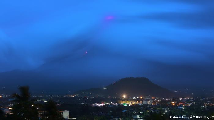 Philippinen Eruption Vulkan Mayon (Getty Images/AFP/S. Sayat)