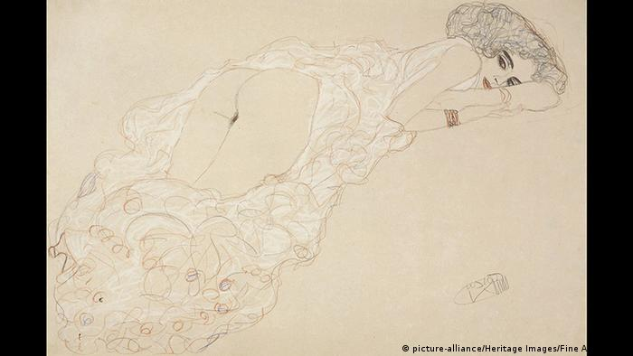 Gustav Klimt - Reclining Nude Lying on Her Stomach and Facing Right (picture-alliance/Heritage Images/Fine Art Images)