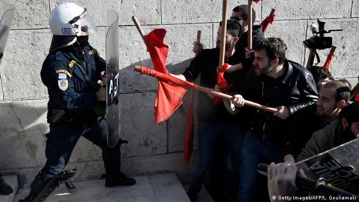 В Афінах поліція застосувала сльозогінний газ проти мітингарів