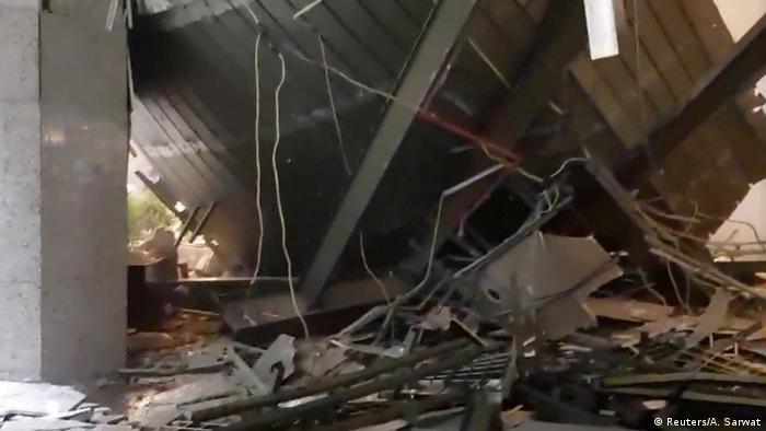 Al menos 72 personas resultaron heridas en Indonesia al hundirse el techo del vestíbulo de uno de los edificios de dos torres que acoge la Bolsa de Valores de Yakarta, que tuvo que ser desalojada durante unas horas, informaron fuentes oficiales. Los heridos fueron trasladados a cuatro hospitales de la capital, indicó la Policía de Yakarta en un comunicado. (15.01.2018).