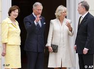 El príncipe Carlos y su esposa Camilla son recibidos por el presidente alemán, Horst Köhler, y su esposa