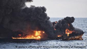 Ostchinesisches Meer Brennender Öltanker Sanchi (picture-alliance/AP Photo/China's Ministry of Transport)