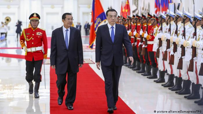 Kambodscha China Li Keqiang und Hun Sen in Phnom Penh (picture-alliance/Zumapress/TPG)