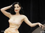 Танцовщица Дита фон Тиз - поклонница моды в стиле пятидесятых