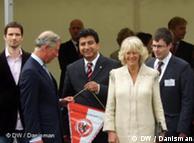 El príncipe Carlos y su esposa Camila con Mehmet Matur, encargado de Integración de Berlín