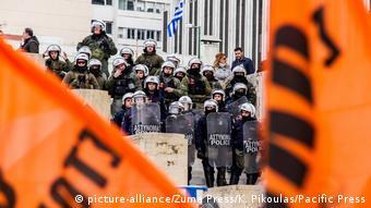 Ισχυρές δυνάμεις της αστυνομίας έξω από την Βουλή