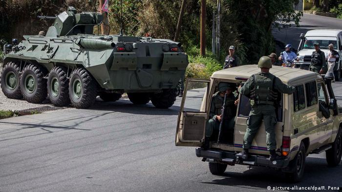 Venezuela Militär greift Aufständische an in Araguaney (picture-alliance/dpa/R. Pena)