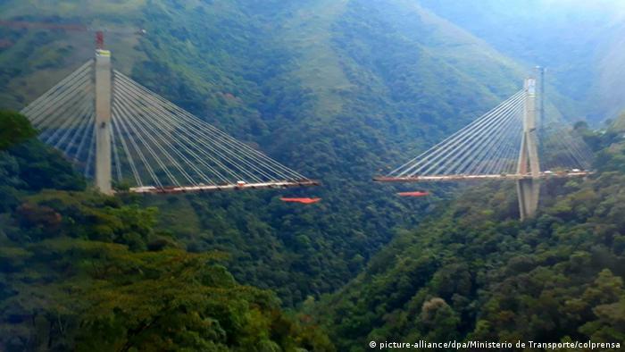 Bridge collapse in Colombia