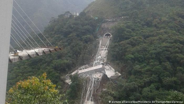 Kolumbien Brücke eingestürzt zwischen Villavicencio und Bogota (picture-alliance/dpa/Ministerio de Transporte/colprensa)