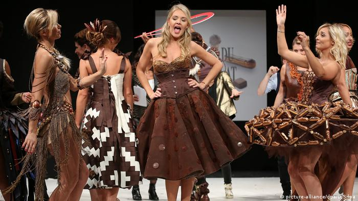 Models wearing creations made with chocolate during a fashion show at the inauguration of the 23rd annual Salon du Chocolat in Paris (picture-alliance/dpa/D.Silpa)