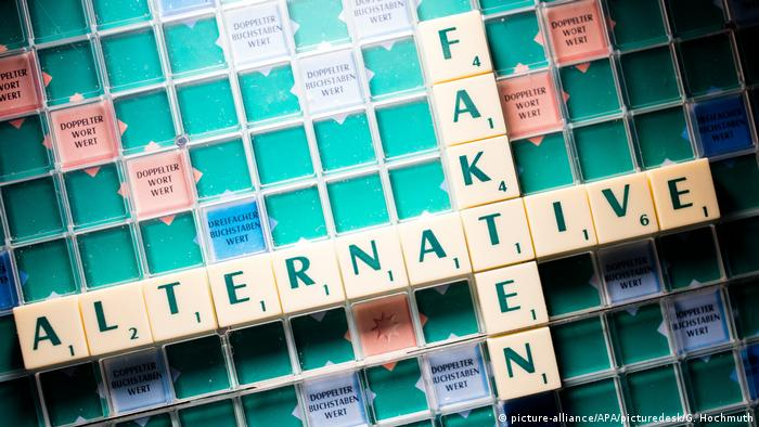 The words alternativen fakten sit on a scrabble board (picture-alliance/APA/picturedesk/G. Hochmuth)