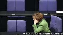 Deutschland Berlin - Angela Merkel (picture-alliance/AP Photo/M. Schreiber)
