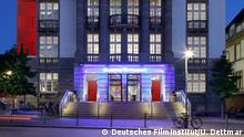 The German Film Museum from the outside with lights at night (Deutsches Filminstitut/U. Dettmar)