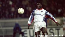 Georges Weah com a camisola dos franceses do Paris Saint-Germain, em 1992 (picture-alliance/DPPI Media)