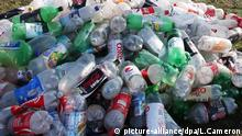 An archive image of a pile of used plastic bottles on a street in London (picture-alliance/dpa/L.Cameron)