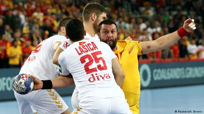 Handball Europameisterschaft in Kroatien Mazedonien vs Montenegro (Reuters/A. Bronic)