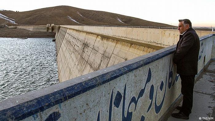 ز ابتدای مهر تا آذر ۹۶ مجموعه بارش در اکثر استانهای ایران بیشتر از ۵۰ درصد کاهش داشته است. خراسان جنوبی، قم، یزد و اصفهان با کمترین میزان بارش در این دوره روبرو بودهاند. سد اکباتان در همدان ۷۹ متر ارتفاع و ۳۶میلیون مترمکعب ظرفیت دارد که به دلیل بارندگی کم، سطح آن بسیار پایین رفته است. از ابتدای سال آبی جاری تاکنون، آب ورودی به سد اکباتان ۷۸ درصد کاهش داشته است و به ۴۱۰ هزار مترمکعب رسیده است.