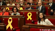 Ines Arrimadas (R), leader of Ciudadanos in Catalonia, sits before the start of the first session of Catalan Parliament (Reuters/A. Gea)