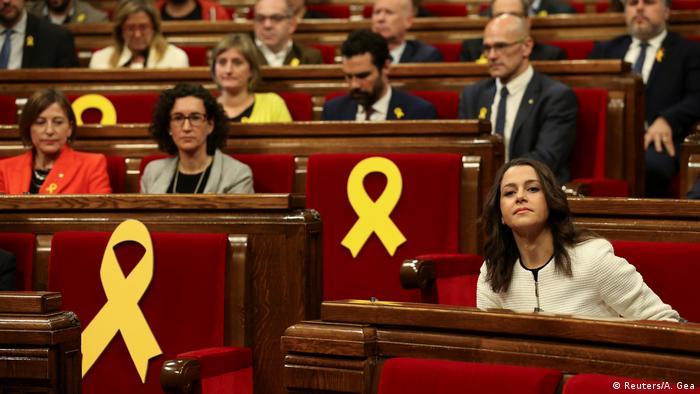 Auf der ersten Parlamentssitzung blieben einige Sitze leer