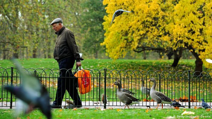 Özellikle ileri yaştaki erkekler yalnızlık çekiyor.