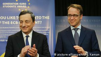 Deutschland ECB-Präsident Mario Draghi und Bundesbank Präsident Jens Weidmann (picture-alliance/AA/M. Kaman)