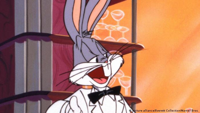 Bug Bunny in a suit. (picture-alliance/Everett Collection/Warner Bros.)