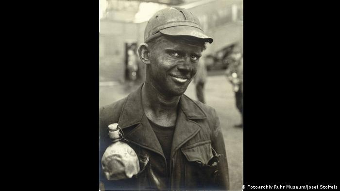 A miner's face blackened with coal dust (Fotoarchiv Ruhr Museum/Josef Stoffels)