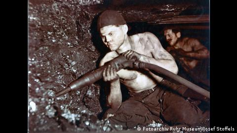 A miner works underground in the Carl Funke mine (Fotoarchiv Ruhr Museum/Josef Stoffels)