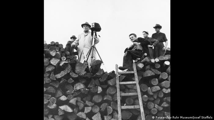 Black and white photos of Stoffels on a pile of logs (Fotoarchiv Ruhr Museum/Irmgard Stoffels)