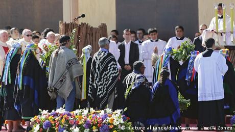 Chile Papst Franziskus prangert Unterdrückung der Mapuche an (picture alliance/dpa/Agencia Uno/A. Zonez)